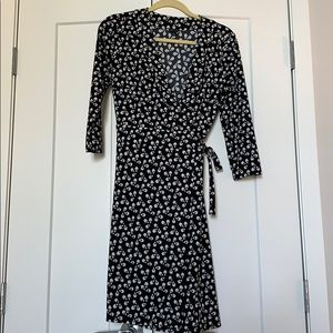 Ann Taylor black and white patterned wrap dress